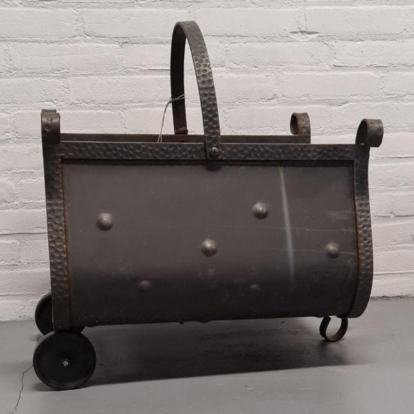metalen blokkenbak met wieltjes. 56 x 34