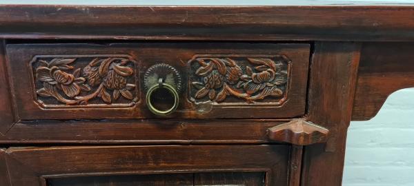 Chinees 2-deurs commode met stel laden. 110 x 53