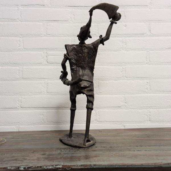 Afrikaans gepatineerd bronzen sculpture man. Hoogte 44 cm