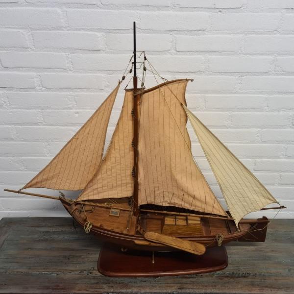 Houten modelboot van botter uit 1912. Lengte 88 cm
