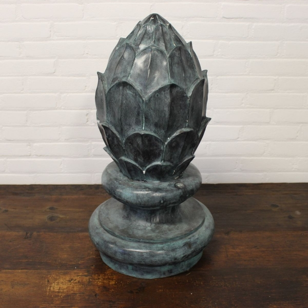 Gepatineerd bronzen tuin fontein ornament. Hoogte 67 cm