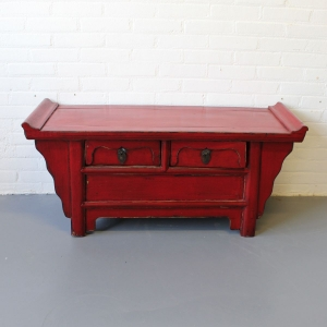 Chinees ossebloed rood laag dressoir met laden. 106 x 49
