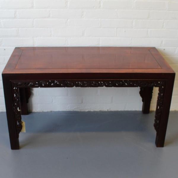 Chinees houten salontafel. Bladmaat 95 x 47