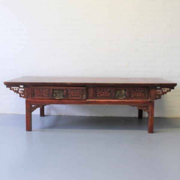Chinees houten salontafel met steekwerk en 2 laden. 170 x 65