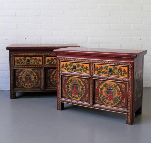 2x Chinees kastje in polychrome kleuren en stel laden 44 x 60