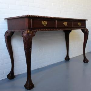 Engels mahonie 3-laads sidetable. Lengte 125 cm