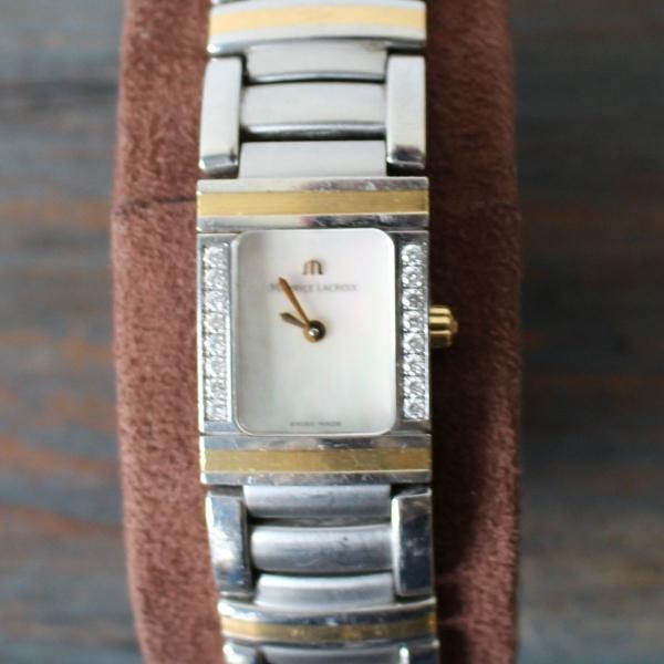 Maurice Lacroix dameshorloge staal met 18 krt goud en bezet met briljantjes. jaar 2007