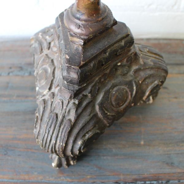 Italiaans houten kandelaar 18/19e eeuws. Hoogte 51 cm