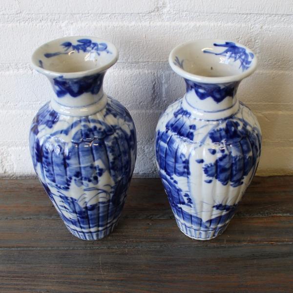 stel Japans handbeschilderde porseleinen trompetvazen, 19e eeuws. Hoogte 24